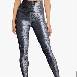 NWT Beyond Yoga Velvet Alloy Ombre Leggings